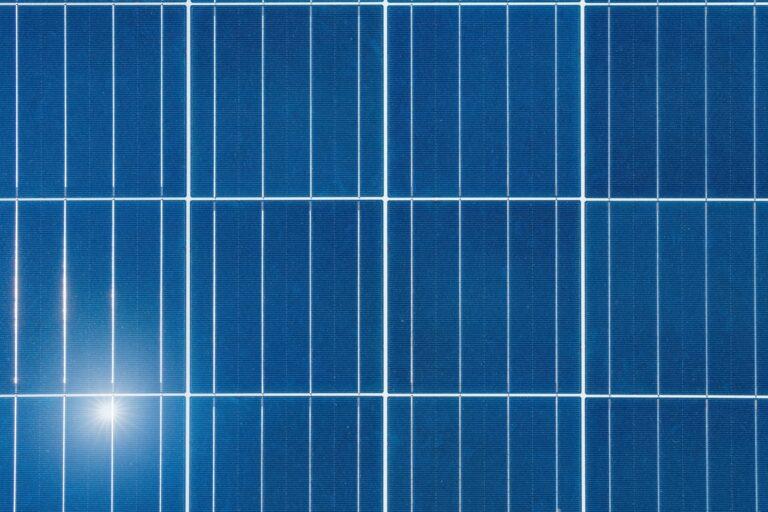 Hvordan fungerer solpaneler solceller?