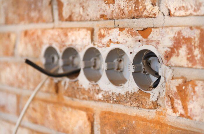 Montering af stikkontakt i væg pris