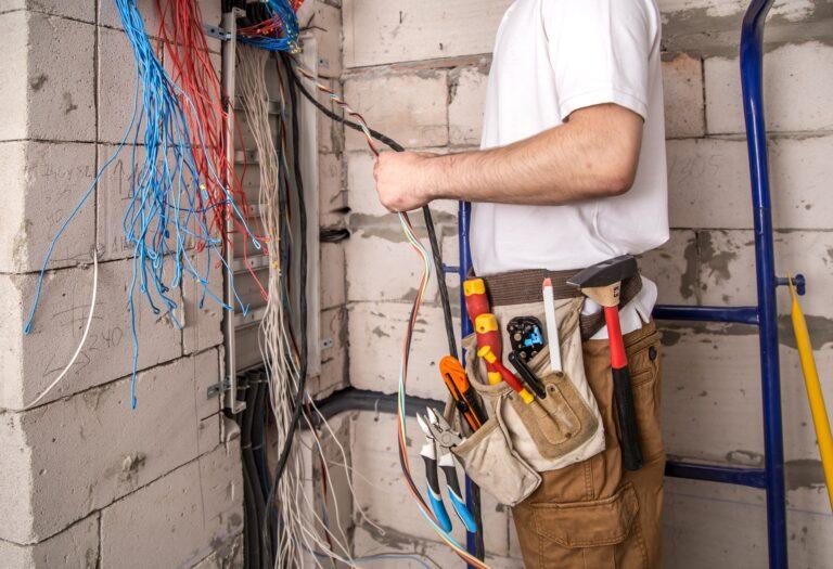 Hvad menes med autoriseret elektriker? Læs om autorisation el, bliv klogere på hvad det indebærer at være autoriseret elektriker (København 2021)